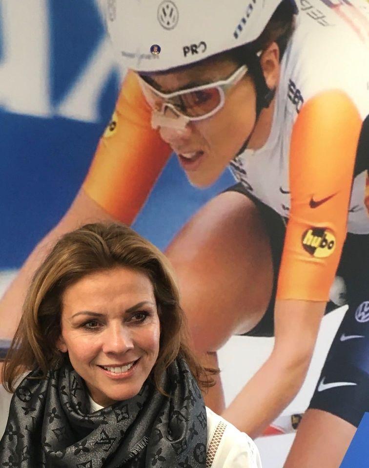 Helmondse Sporthelden feleciteert Heldin Van Moorsel