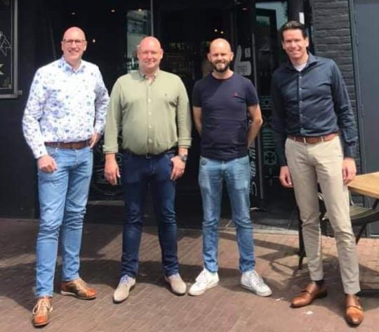 Bestuurslid Marc de Wit hoofdsponsor Stiphout Vooruit
